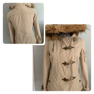 Utility coat with detachable faux fur collar
